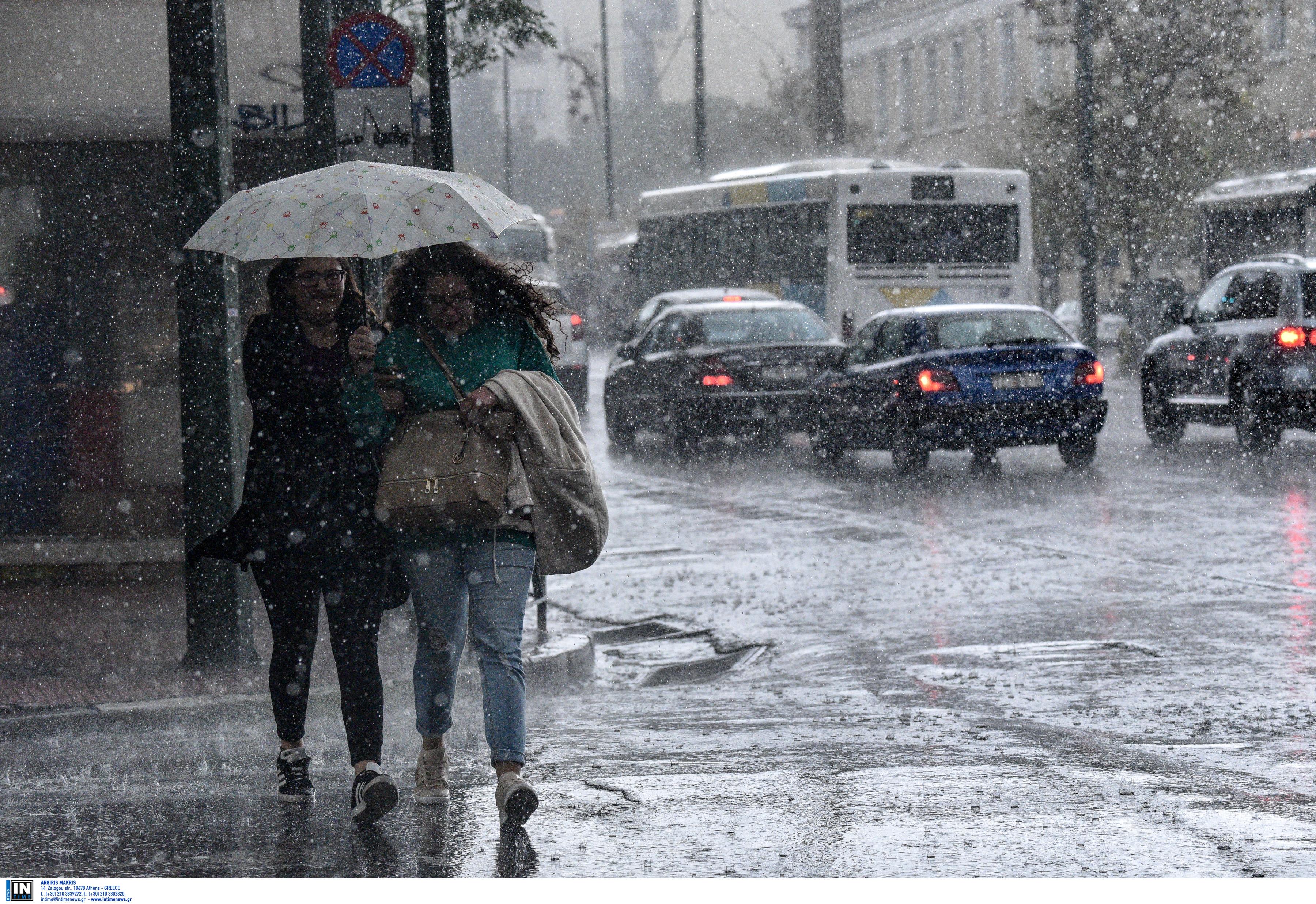 """Ετοιμαστείτε! Έρχονται βροχές και ισχυρές καταιγίδες - Μέχρι πότε θα """"σφυροκοπούν"""" τη χώρα τα ακραία καιρικά φαινόμενα"""