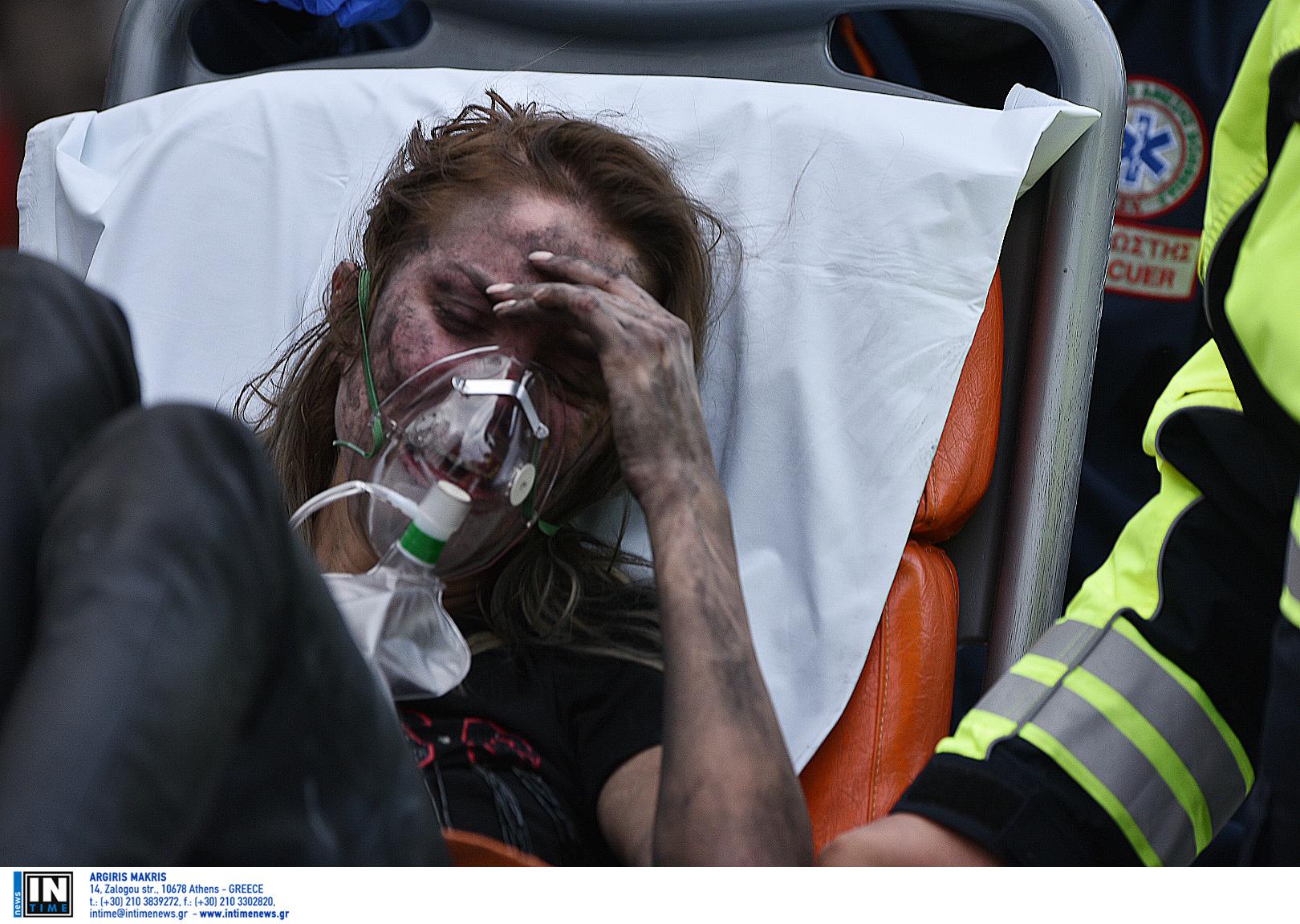 Συγκλονιστικές εικόνες από το ξενοδοχείο όπου ξέσπασε φωτιά - Απεγκλωβίστηκαν έξι άνθρωποι - Κάποιοι κατέβηκαν στο δρόμο με τις πυτζάμες