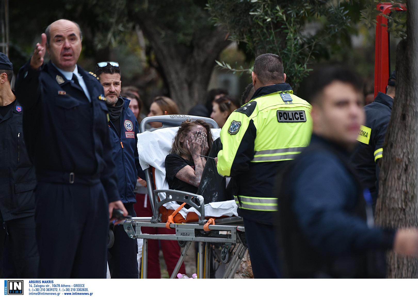 """24χρονη διασωληνωμένη στο νοσοκομείο μετά τη φωτιά στο Athenaeum Palace! """"Είδα μια κοπέλα στο παράθυρο!"""", """"Καπνός έως τον 7ο, δεν μπορούσαμε να αναπνεύσουμε"""""""