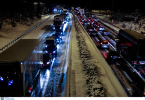 Που χιονίζει ΤΩΡΑ: Δείτε LIVE εικόνα από την Πάρνηθα και άλλες περιοχές