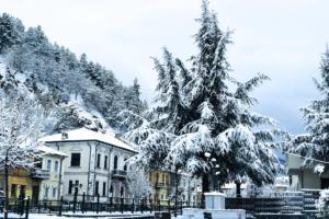 Καιρός: Χιόνια, τσουχτερό κρύο και κατακόρυφη πτώση της θερμοκρασίας [video]