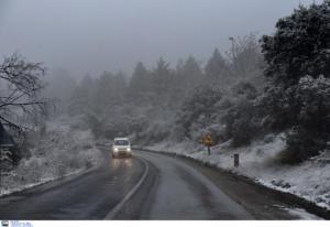 Καιρός: Χιόνια στην Πάρνηθα