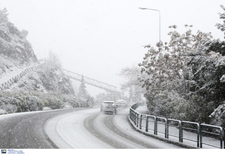 Καιρός ΤΩΡΑ: ΠΡΟΣΟΧΗ – Ποιοι δρόμοι είναι κλειστοί, που χιονίζει τώρα, που χρειάζονται αλυσίδες