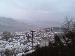 Λάρισα: Χιόνια στο καμπαναριό με κατακόρυφη πτώση της θερμοκρασίας [video]