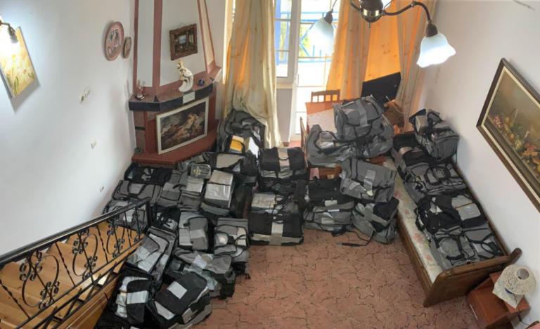 """Αιτωλοακαρνανία: Μέσα στα ενοικιαζόμενα δωμάτια που ήταν γεμάτα όπλα και κοκαϊνη! Η εμπλοκή """"γνωστών"""" κακοποιών <p data-wpview-marker="""