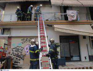Θεσσαλονίκη: Απεγκλώβισαν 7 άτομα από τη φλεγόμενη πολυκατοικία! Αίσιο τέλος στο θρίλερ [pic, video]