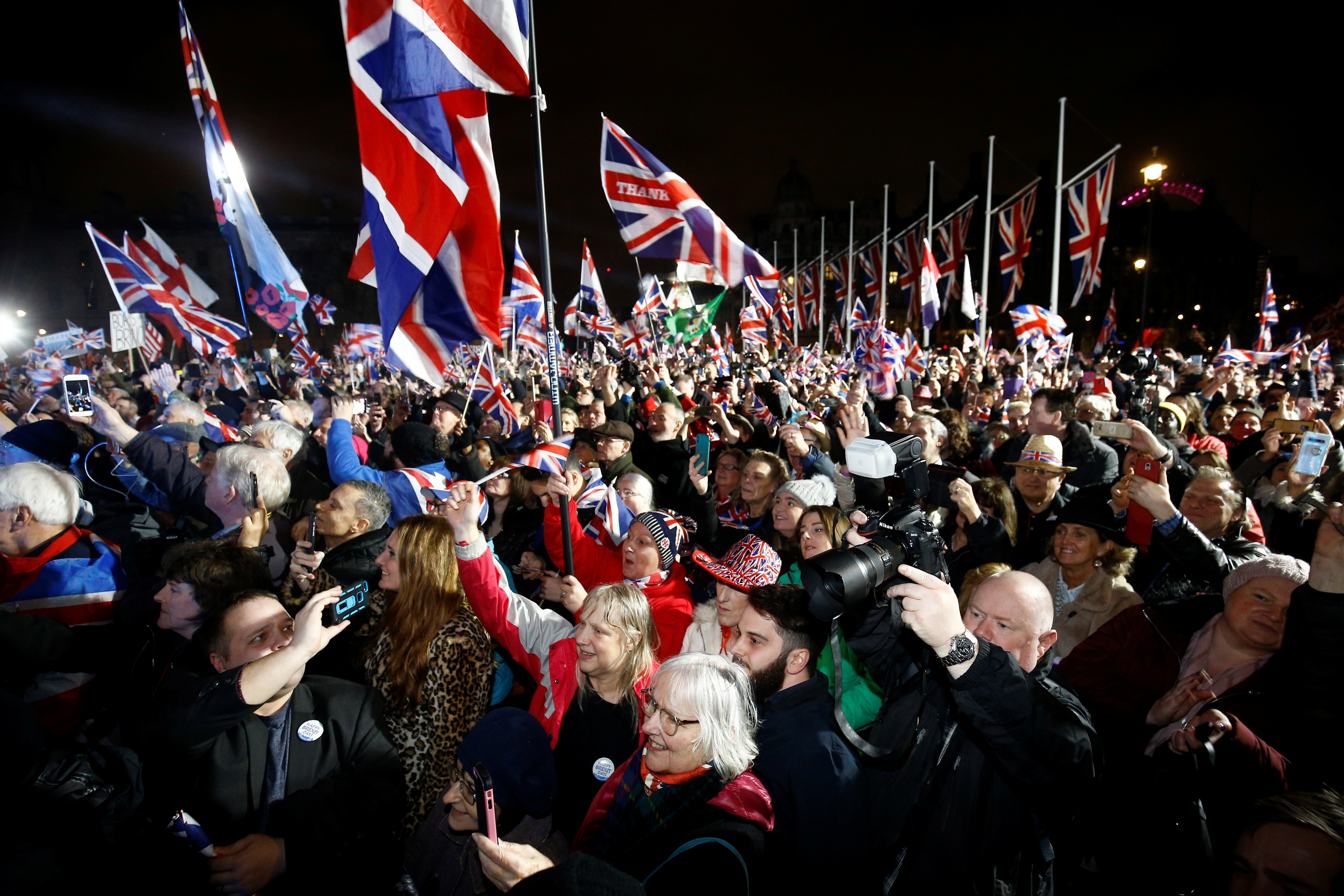 Brexit: Ξέφρενο γλέντι στη Βρετανία για την ιστορική έξοδο από την Ευρωπαϊκή Ένωση