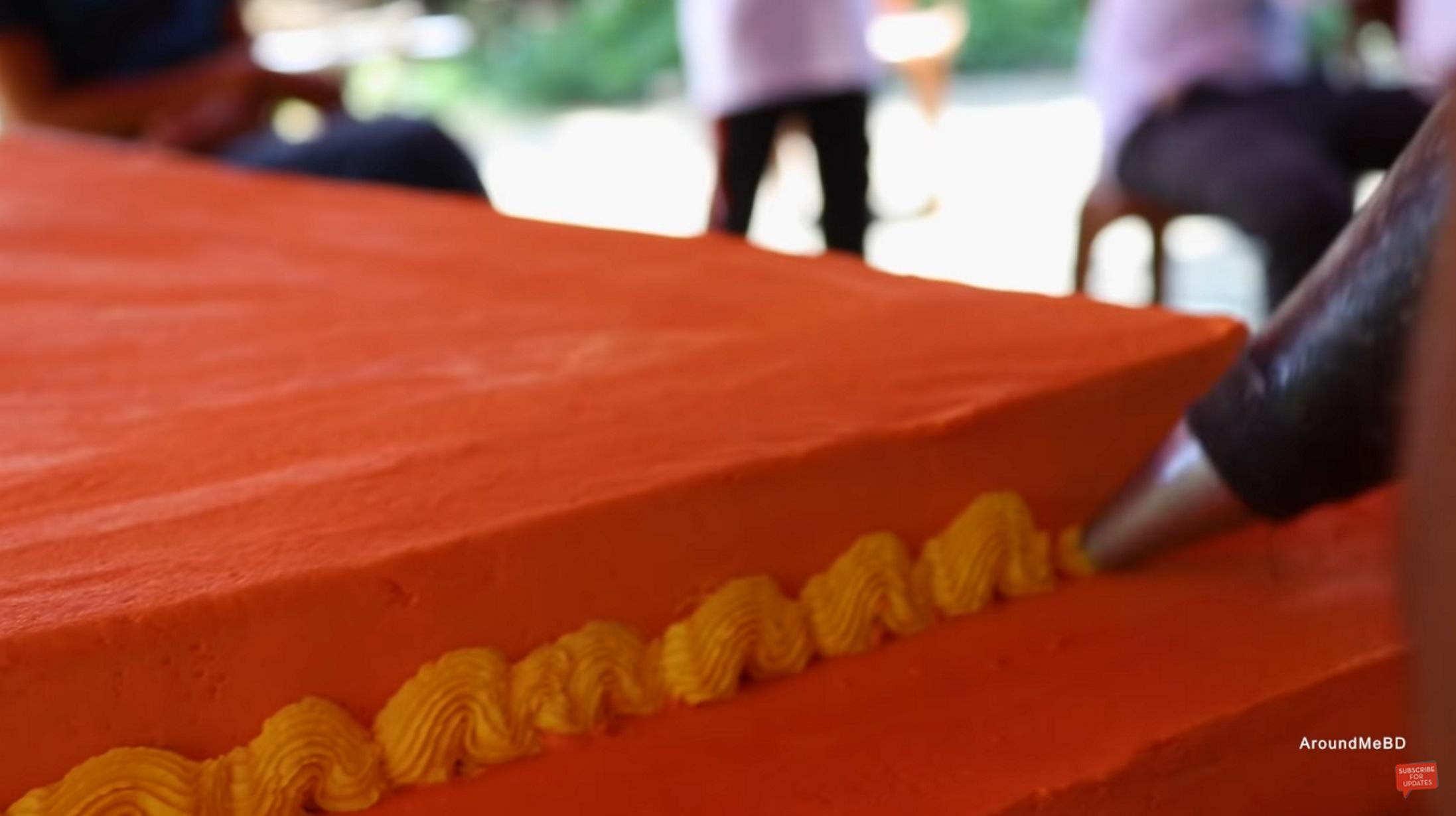 Ινδία: Κέικ μήκους 6,5 χιλιομέτρων παρασκεύασαν 1.500 σεφ και ζαχαροπλάστες!