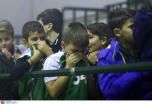 Θλιβερές εικόνες σε αγώνα του Ολυμπιακού! Παιδιά βγήκαν έντρομα απ'το γήπεδο – pics