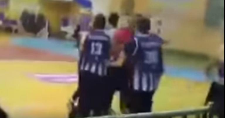 """Ξύλο και """"κουτουλιά"""" σε διαιτητή σε αγώνα μπάσκετ στην Κέρκυρα! Στο νοσοκομείο ο άτυχος ρέφερι (video)"""