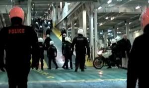 Επεισόδια μεταξύ οπαδών του Ολυμπιακού και ΜΑΤ στο λιμάνι του Ηρακλείου! (video)