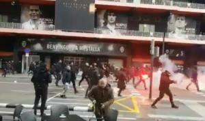 """""""Άγριες"""" συμπλοκές οπαδών πριν το Βαλένθια – Μπαρτσελόνα! videos"""