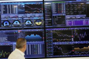 Με το… δάχτυλο στην σκανδάλη για νέα έξοδο στις αγορές