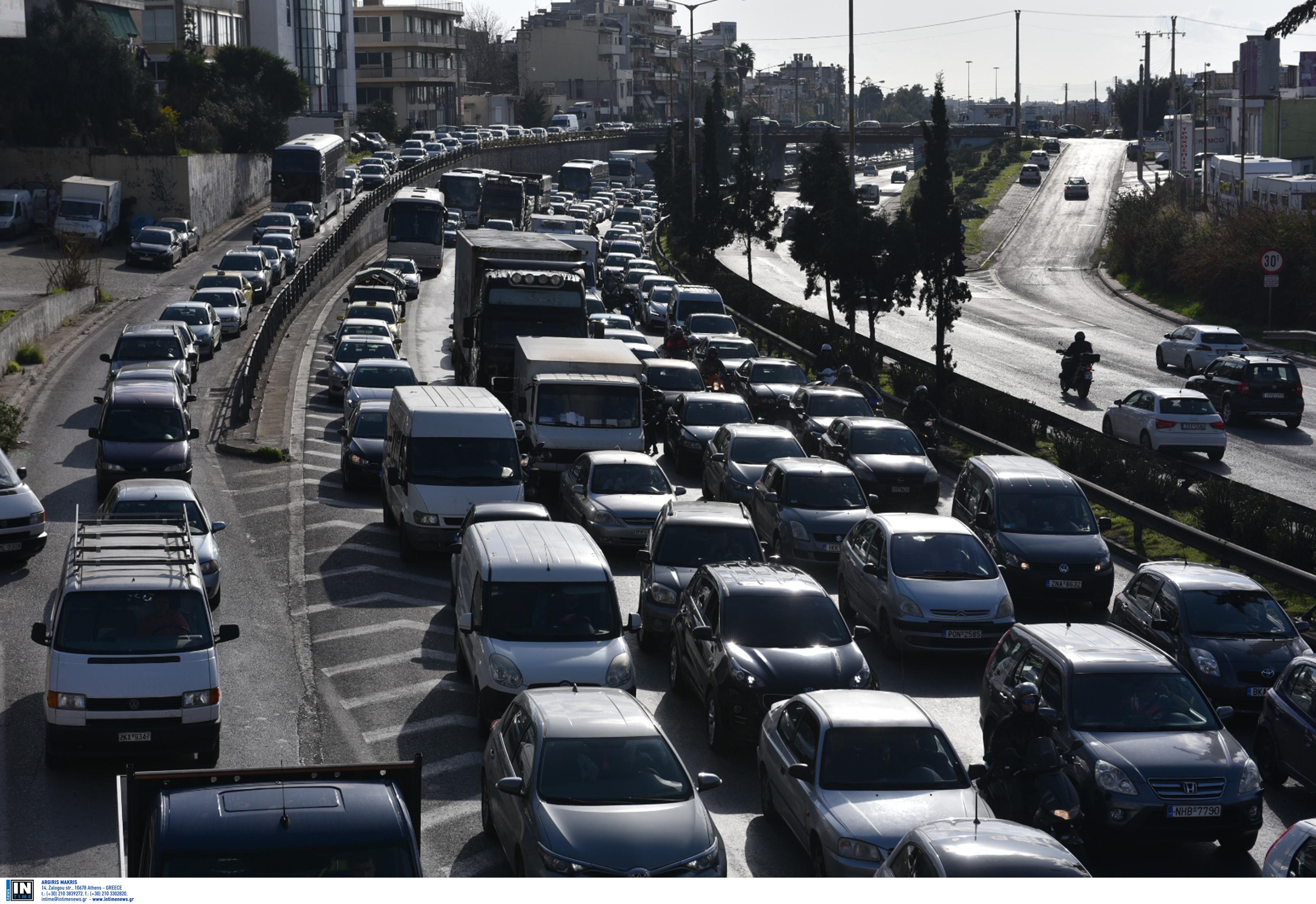 Τροχαίο στην Καλυφτάκη, ουρά χιλιομέτρων στην άνοδο της Αθηνών – Λαμίας