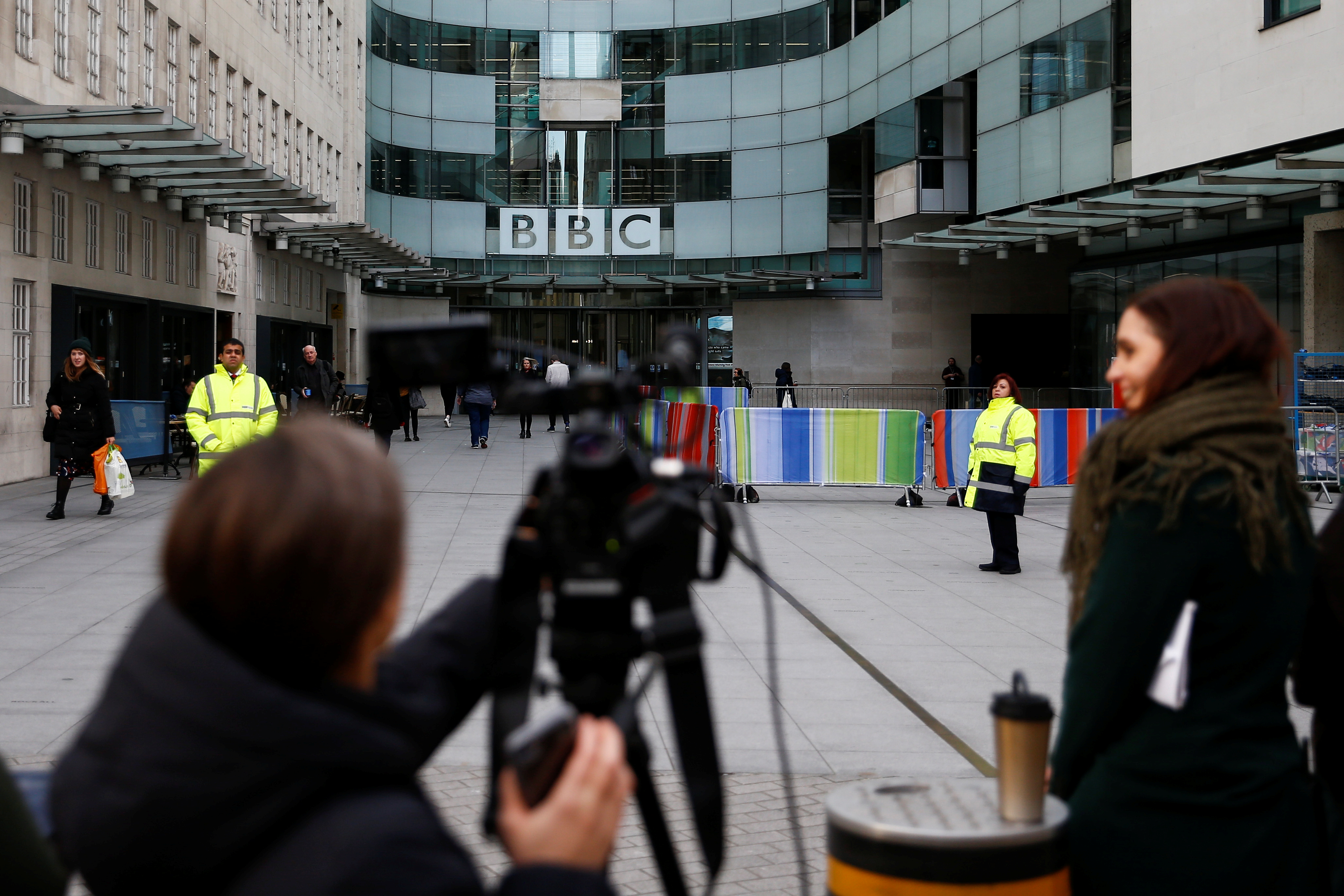 Μεγάλες περικοπές στο BBC! Απολύει 450 δημοσιογράφους