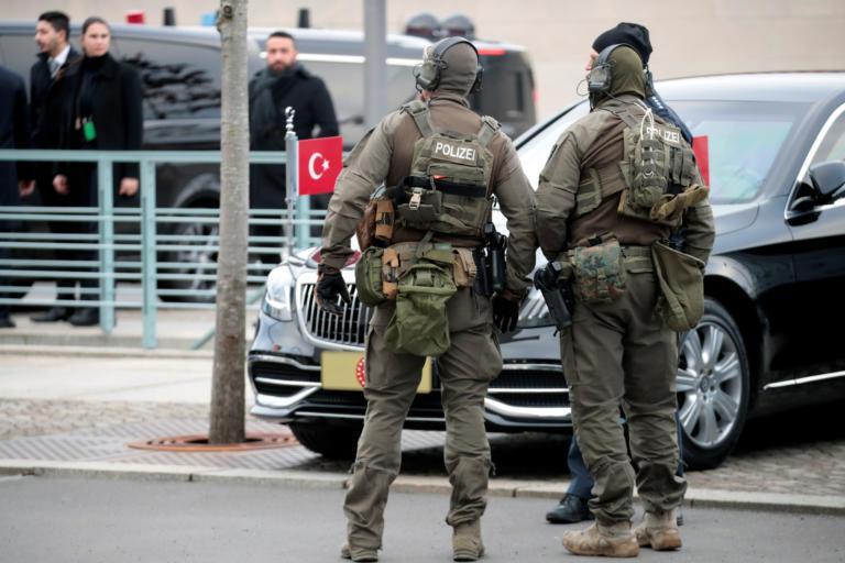Διάσκεψη του Βερολίνου: Δρακόντεια μέτρα ασφαλείας έξω από την Καγκελαρία