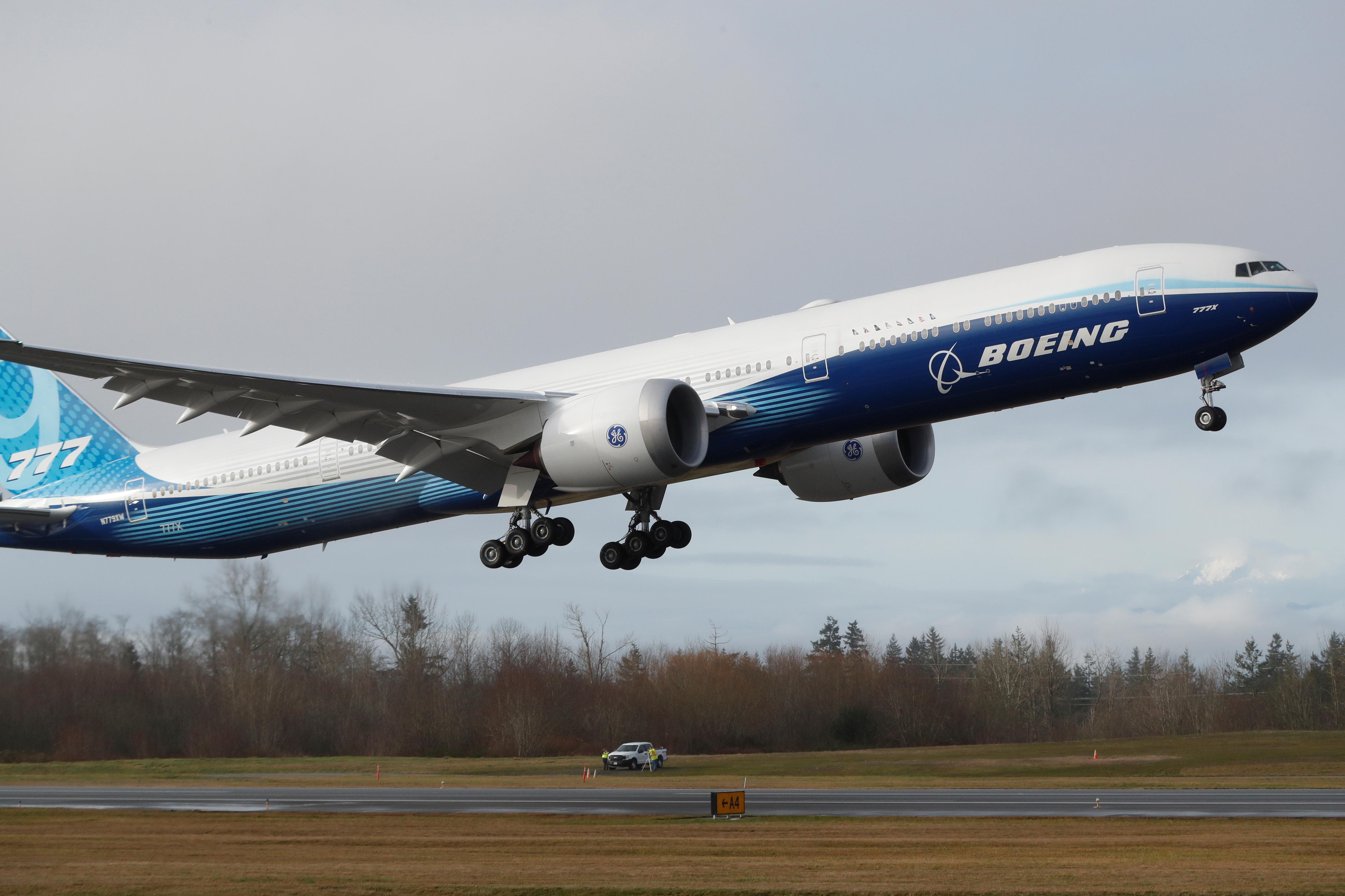 Αυτό είναι το νέο μοντέλο της Boeing! Απογειώθηκε για το παρθενικό ταξίδι - Ελπίζουμε αυτό... να τα πάει καλύτερα [pics]