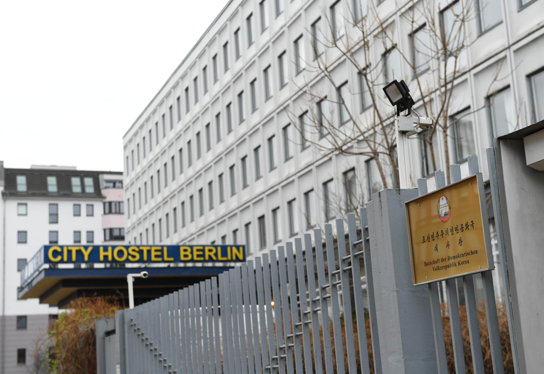 Γερμανία: Λουκέτο στο ξενοδοχείο του Κιμ Γιονγκ Ούν στο Βερολίνο