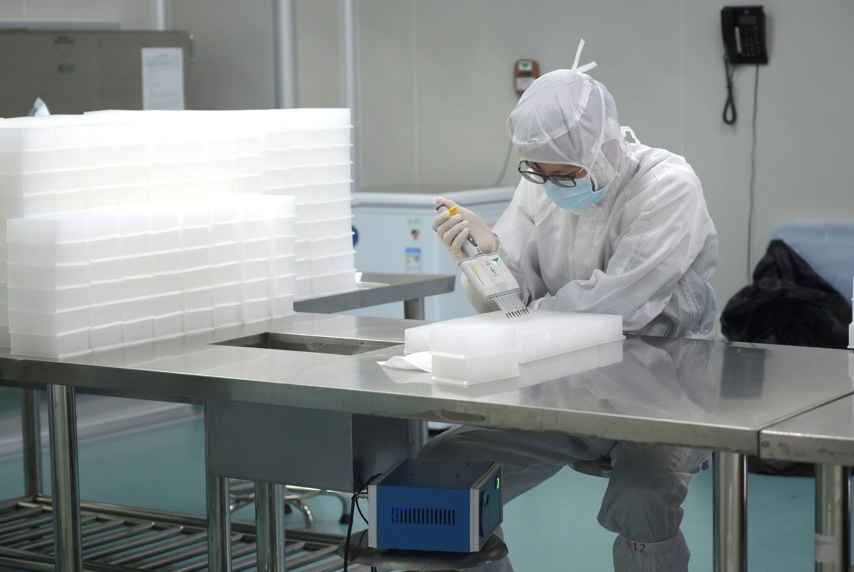 Κοροναϊός: Σε 20 μήνες διαθέσιμο το εμβόλιο για την καταπολέμηση του ιού
