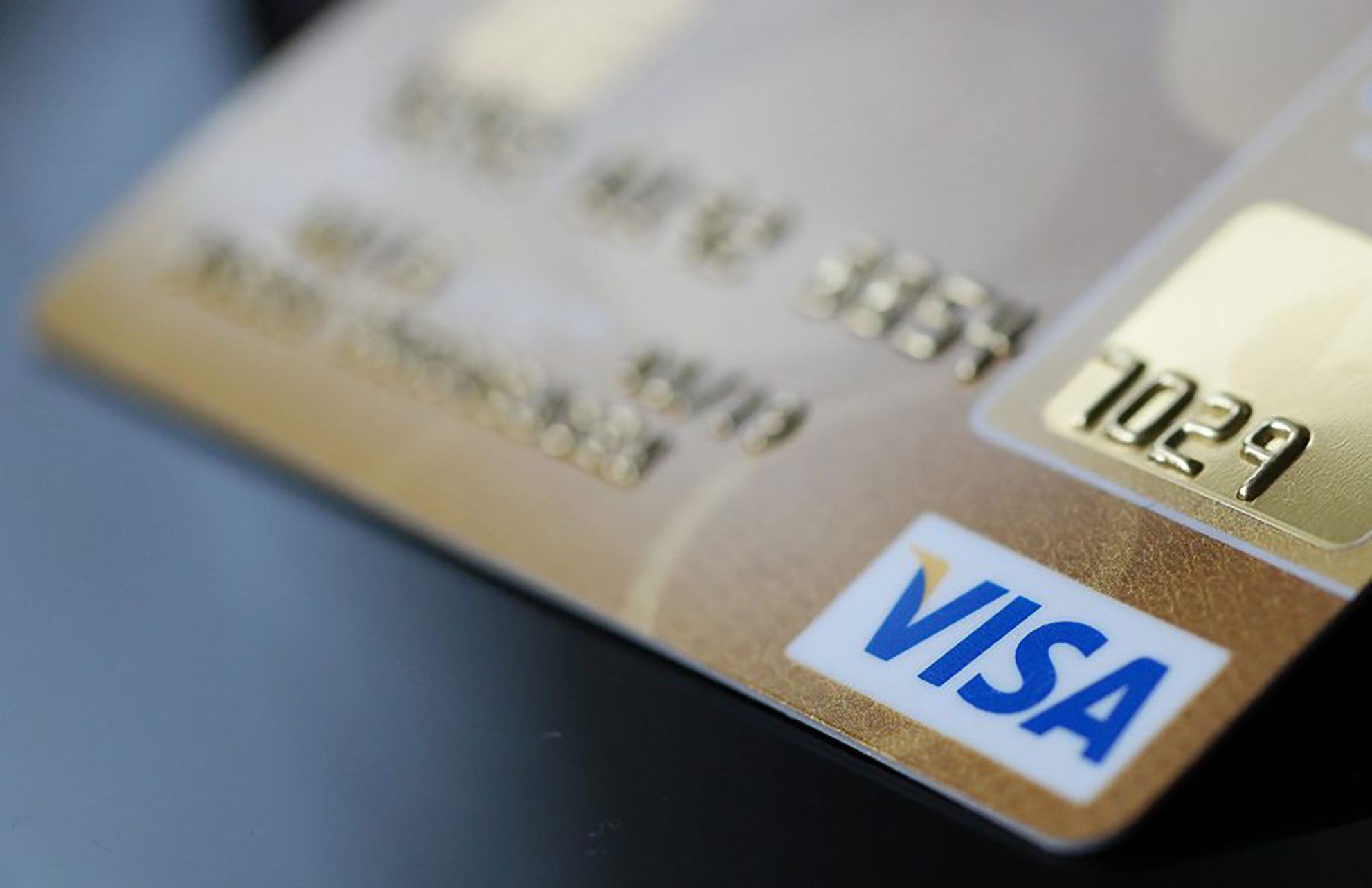Συναγερμός στις τράπεζες! Χάκερς έκλεψαν δεδομένα από 15.000 κάρτες!