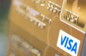 Οι τράπεζες αντικαθιστούν τις 15.000 κάρτες