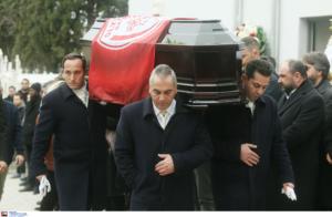 Κηδεία Νταή: Με σημαία του Ολυμπιακού το φέρετρο! Στεφάνι και από την ΚΑΕ Παναθηναϊκός (pics)
