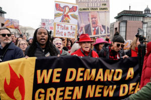 Τζέιν Φόντα, Χοακίν Φίνιξ και Μάρτιν Σιν διαδήλωσαν κατά της κλιματικής αλλαγής [Pics]