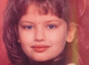 Το γλυκό κοριτσάκι της φωτογραφίας είναι σήμερα πανέμορφη ηθοποιός! [pic]
