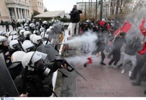 Ένταση και χημικά στο πανεκπαιδευτικό συλλαλητήριο