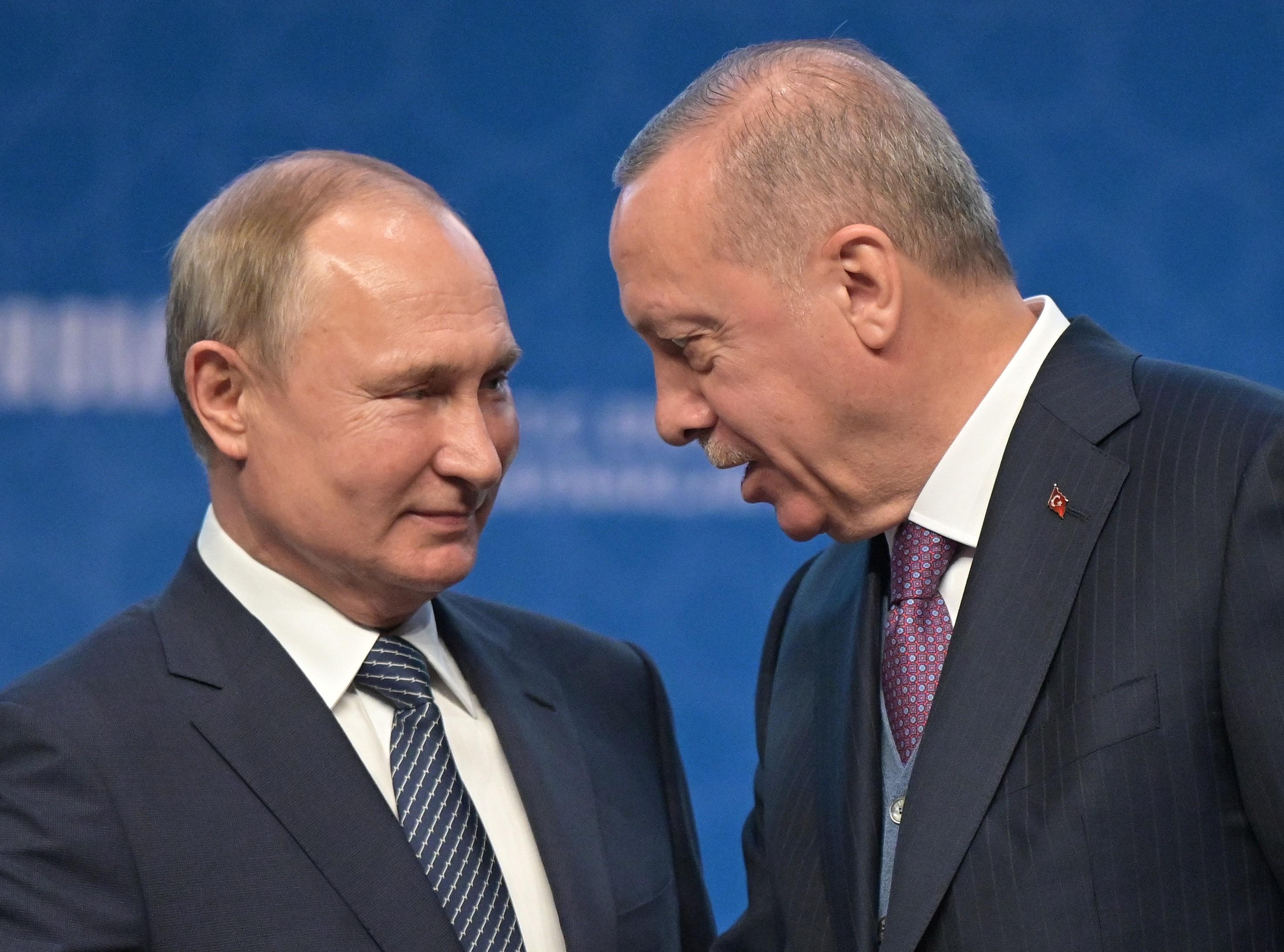Ταγίπ Ερντογάν σε Βλαντιμίρ Πούτιν: Να μην βάλουμε «σκληρούς όρους» στους Ταλιμπάν