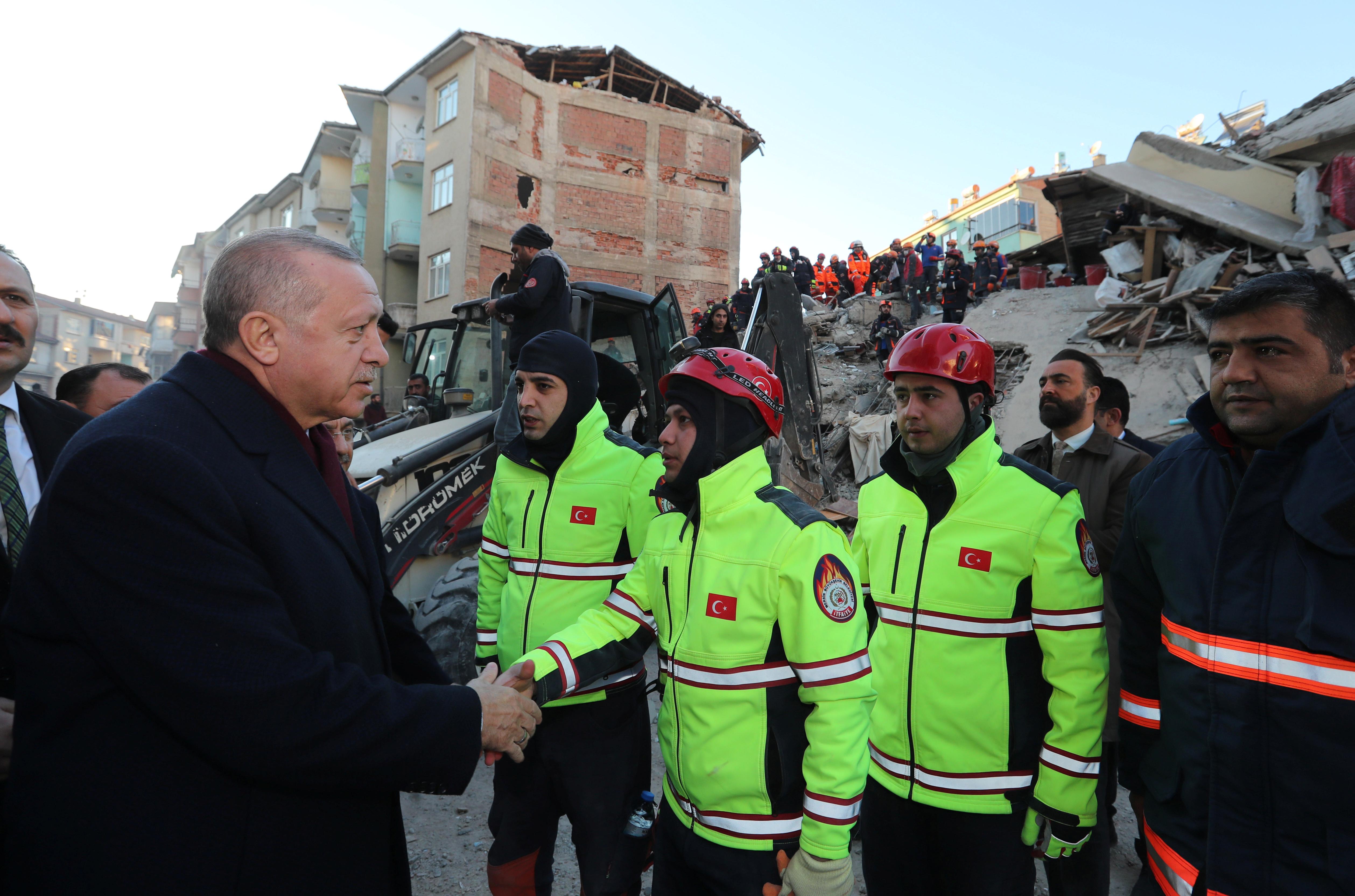 Σεισμός στην Τουρκία: 31 νεκροί, 1.607 τραυματίες