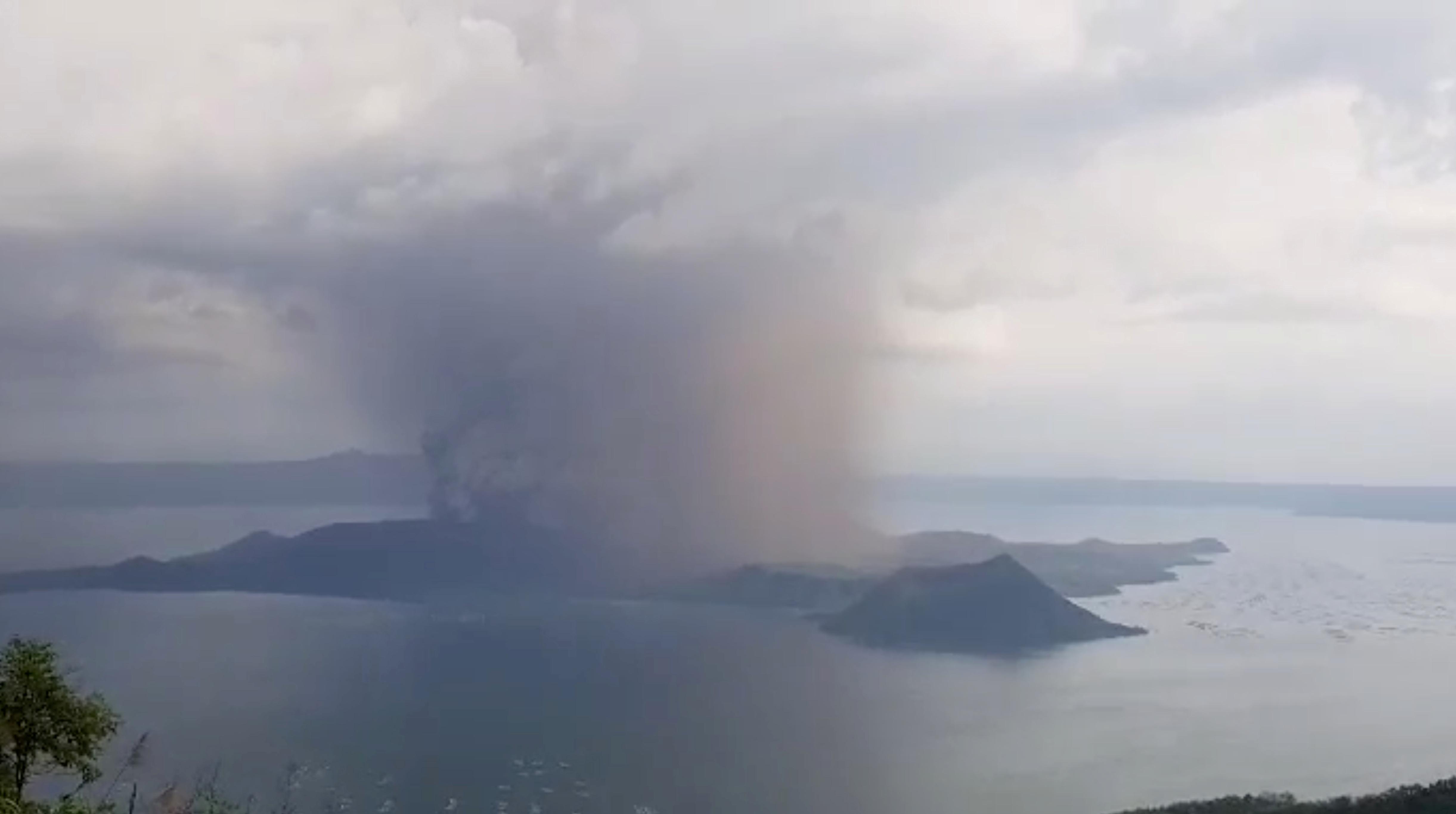 Ξύπνησε το ηφαίστειο Ταάλ! Συναγερμός στις Φιλιππίνες [Pics]