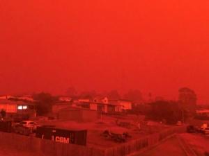 Αυστραλία: Επεκτείνονται κι άλλο οι φωτιές! Τιτάνια προσπάθεια να φύγουν οι κάτοικοι από τα σπίτια τους