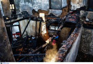 Αργολίδα: Νεκρά τα δύο αδέρφια από τη φωτιά στο σπίτι τους! Καταπλακώθηκαν από τη στέγη που έπεσε [pics, video]