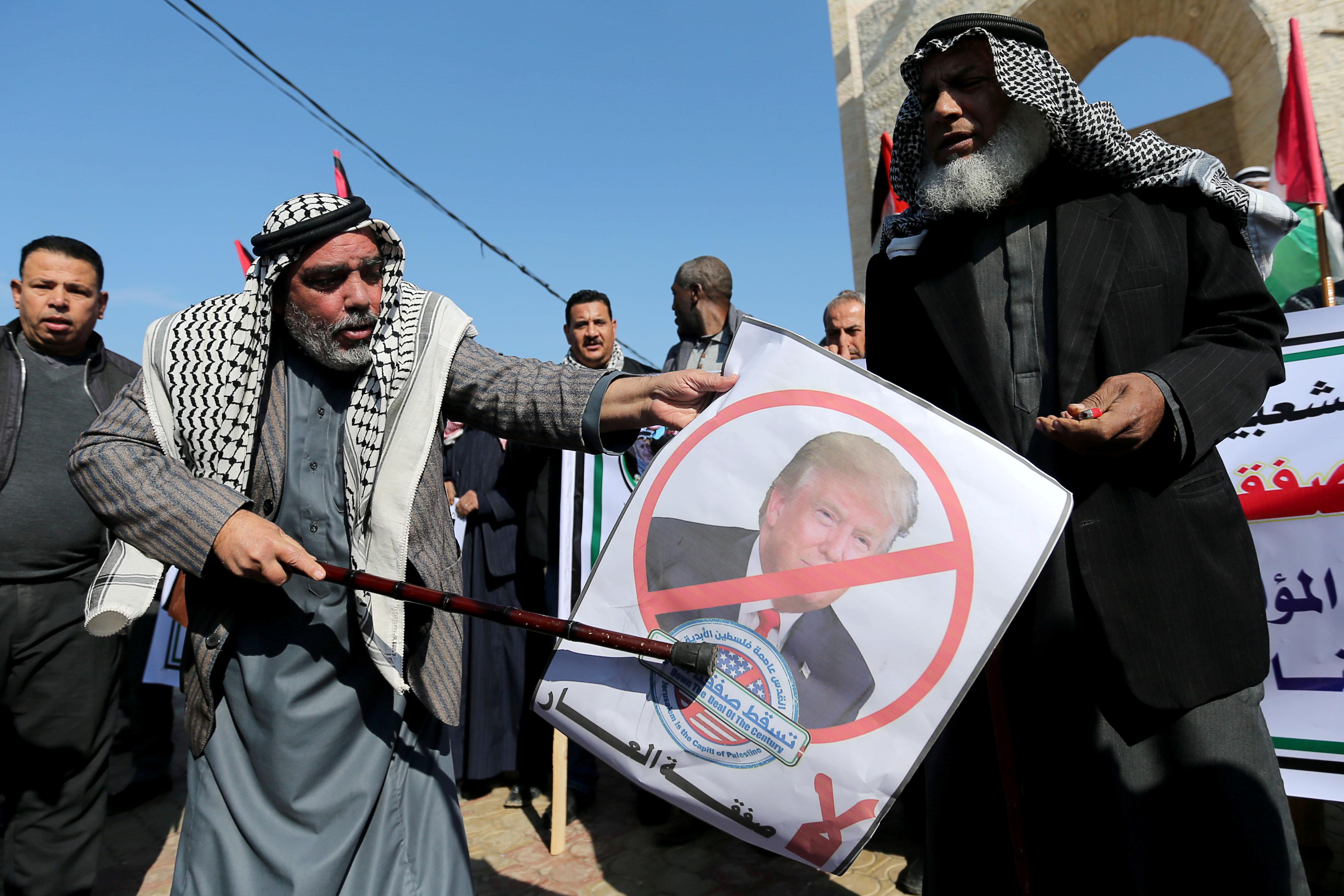 """Χαμός στη Μέση Ανατολή! """"Ανοησίες"""" και """"επιθετικό"""" το σχέδιο Τραμπ λέει η Χαμάς"""