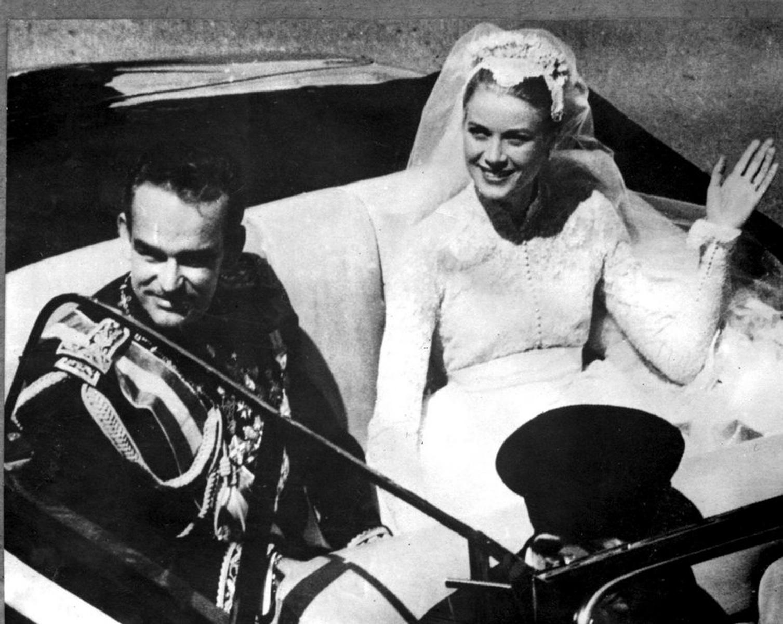 Η απίστευτη ατάκα της Γκρέις Κέλι στην Πριγκίπισσα Νταϊάνα και στο βάθος η Μέγκαν Μαρκλ