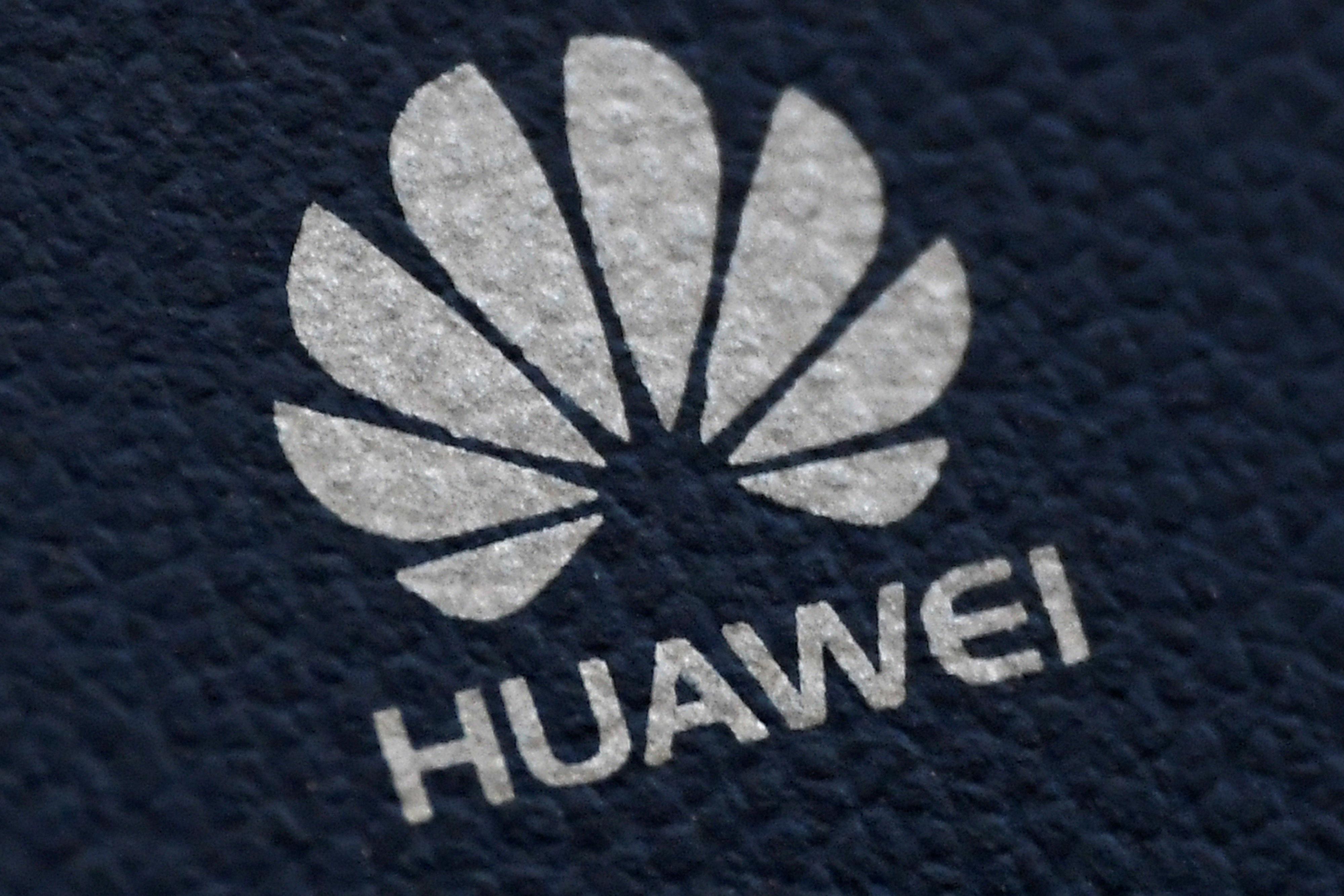 """""""Χάνουμε το ίντερνετ προς όφελος της Κίνας""""! Αντιδράσεις στις ΗΠΑ για τη συμφωνία Βρετανίας - Huawei"""