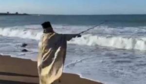 Θεοφάνεια 2020: Τα περίεργα που έγιναν viral! Η αμίμητη πατέντα του ιερέα στη Μεσσηνία [video]