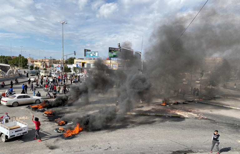 Ιράκ: Ακόμα 4 διαδηλωτές νεκροί! Εικόνες χάους στην Βαγδάτη <p data-wpview-marker=