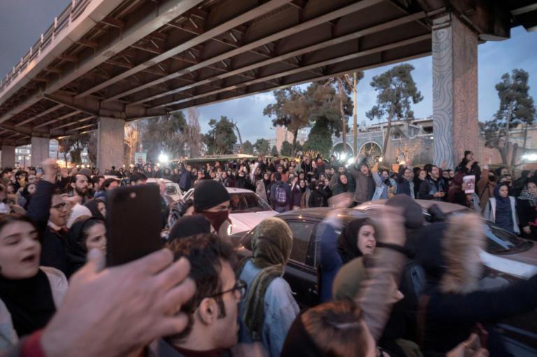 Ιράν: Βία και συλλήψεις στις αντικυβερνητικές διαδηλώσεις για την κατάρριψη του Boeing
