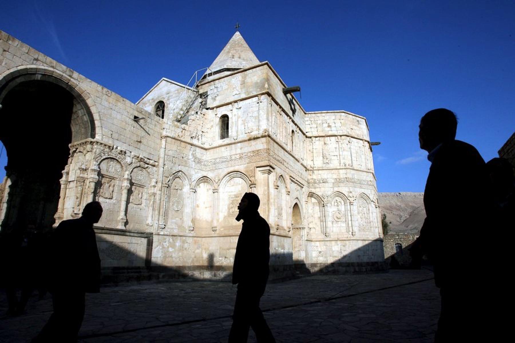 Τα «ελληνικά» και όχι μόνο μνημεία στο Ιράν που ήθελε να βομβαρδίσει ο Τραμπ
