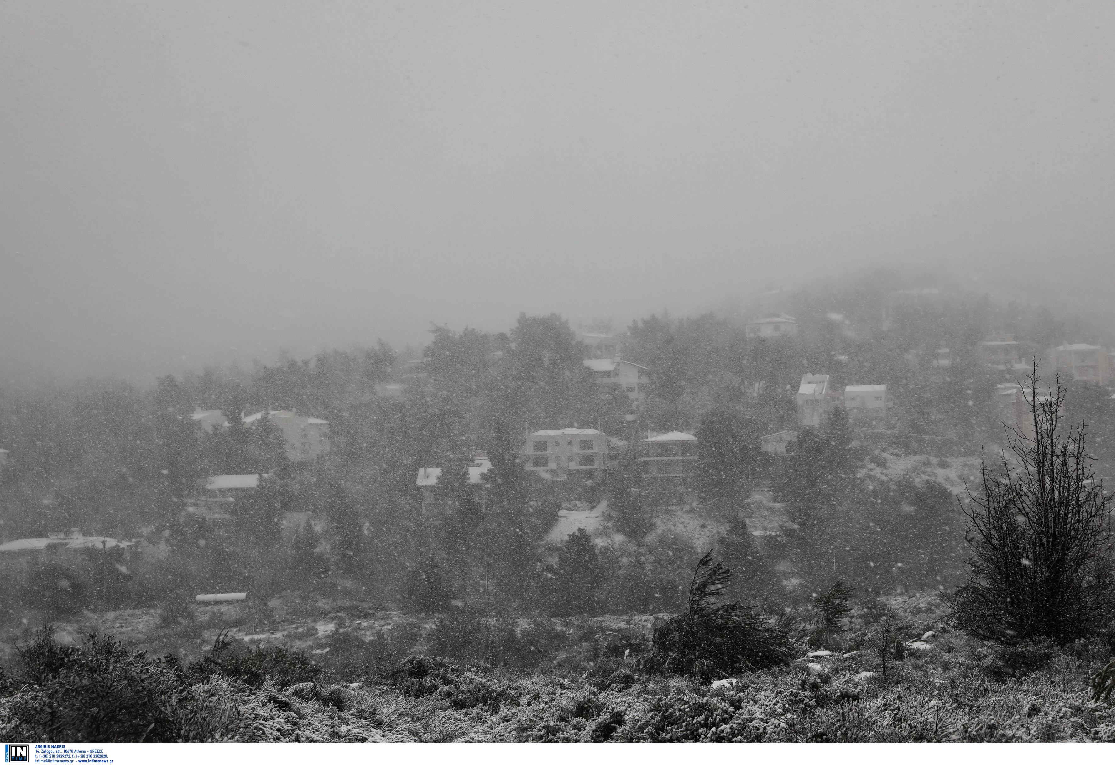 Ηφαιστίων: Ποιοι δρόμοι είναι κλειστοί στην Αττική λόγω χιονόπτωσης