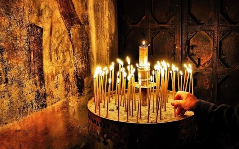 Πήλιο – Κορονοϊός: Νόσησαν ιερέας και ψάλτης μετά από κηδεία – Η ανακοίνωση έξω από την εκκλησία