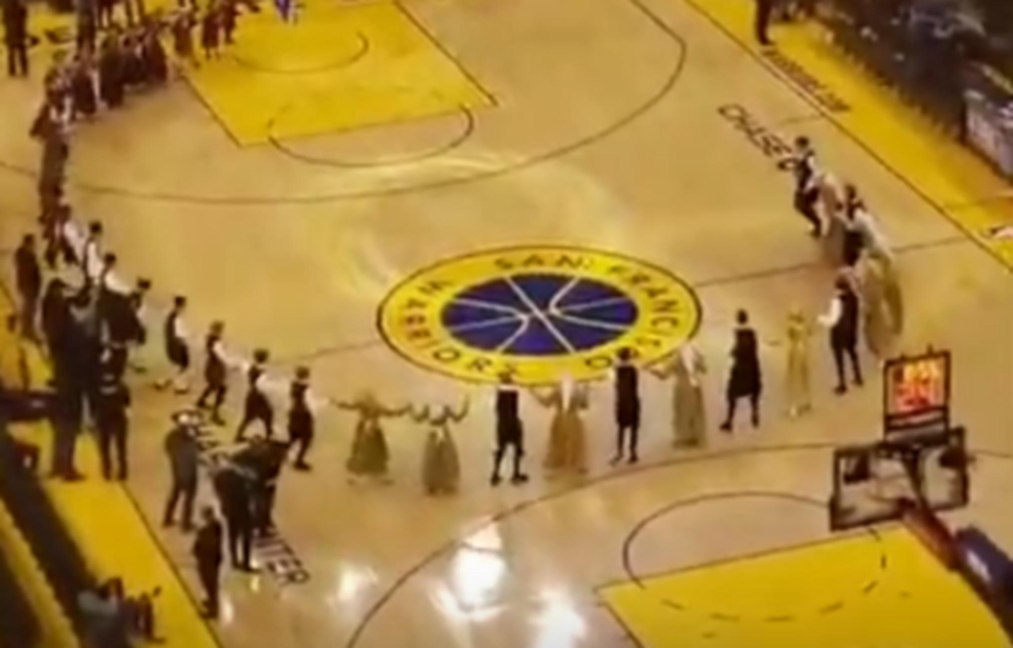 Αντετοκούνμπο: Παραδοσιακοί χοροί με… Κιάμο για τον Γιάννη στην Καλιφόρνια! video
