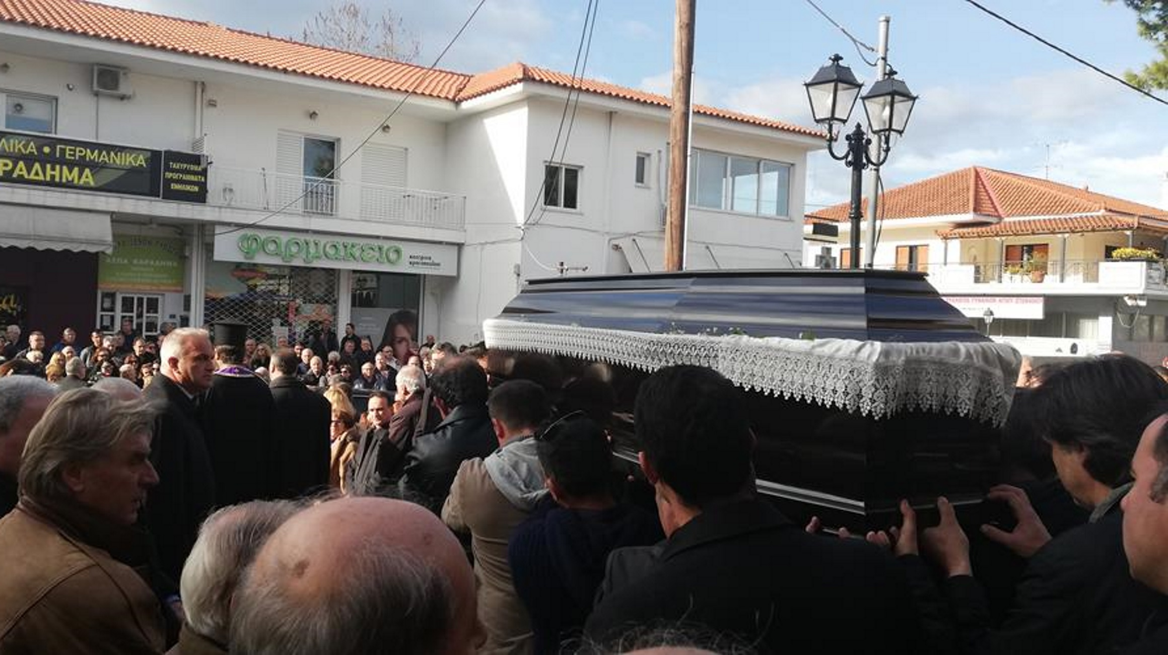 Θρήνος στην κηδεία του 55χρονου που δολοφονήθηκε στον Διόνυσο