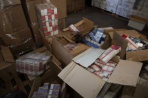 Πάτρα: Τους έπιασαν με χιλιάδες πακέτα λαθραία τσιγάρα! Είχαν γεμίσει διαμέρισμα και αυτοκίνητο