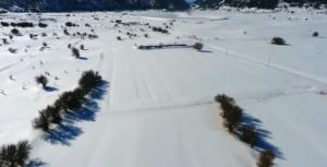Απίστευτα πλάνα από την παγωμένη λίμνη στον Ομαλό! video