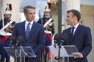 Ο Ερντογάν παραληρεί, ο Μητσοτάκης στρέφεται στο… Παρίσι
