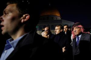 Μακρόν μαινόμενος! Πέταξε έξω ισραηλινούς αστυνομικούς από εκκλησία στην Ιερουσαλήμ!