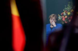 """""""Καψόνι"""" του Χάφταρ στη Μέρκελ: Δεν απαντούσε στα τηλεφωνήματά της!"""